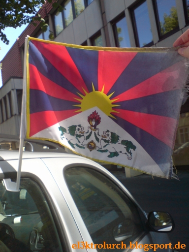 Auto mit Tibetfahne